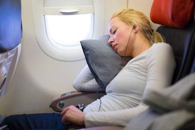 明明睡得足够多,为何还会累?4个原因,第一个很多人都经常做