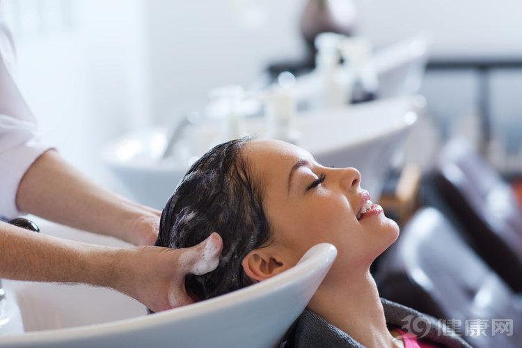 早上洗头和晚上洗头,哪个更健康?其实有建议的时间