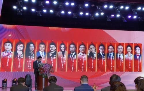 双语者星球贾晨飞荣获2019年中国好教育行业影响力榜样人物