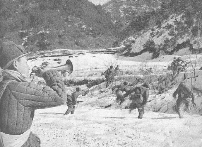 志愿军甩手雷,头上转个圈再扔:空爆无死角,炸残美军王牌