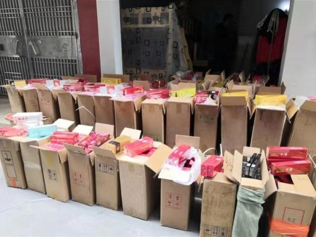 两男子将假烟运到深圳通过小商铺散卖牟利,案值约32万,被刑拘