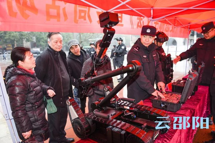 啥情况?邵阳市城南公园惊现会转弯的枪!