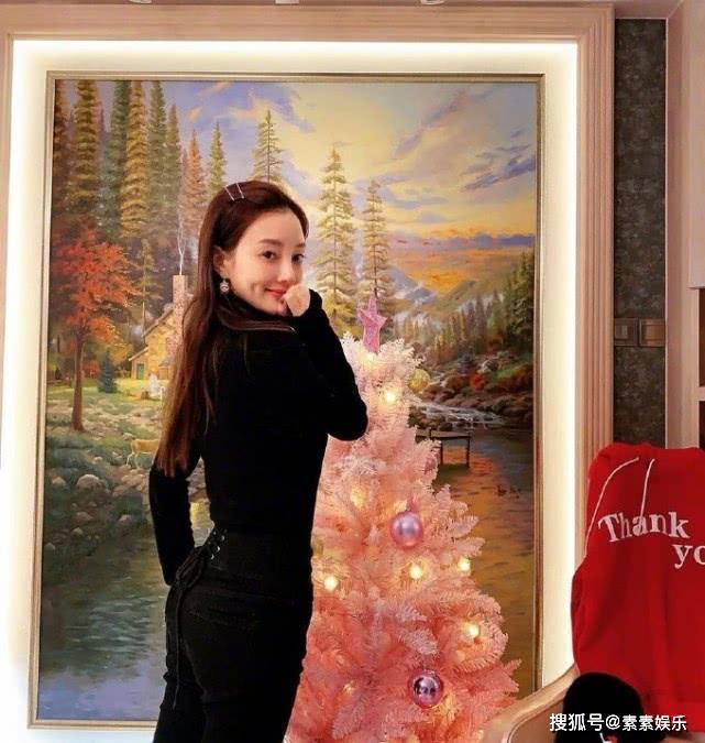 李小璐5張近照,收到6萬條評論,她被釘死在背叛婚姻的恥辱柱?