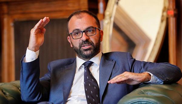 因无法获得政府拨款,意大利教育部长宣布辞职