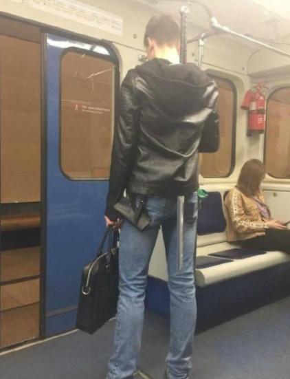 爆笑动图:解放双手,为什幺有位置不坐呢