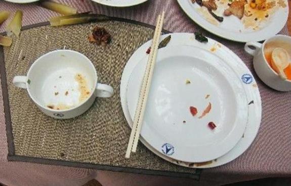喂完孩子盘子都空了,90后宝妈怒火掀桌,丈夫却反手给妻子一巴掌