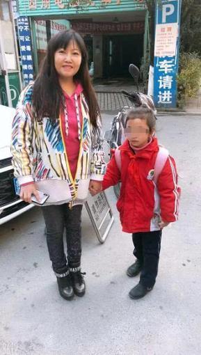 贵阳七岁小女孩被甩路边 原因竟是的哥要拼客_丽丽