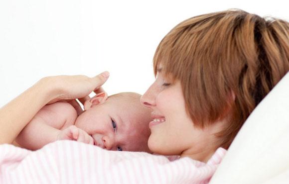 母乳喂養VS奶粉喂養,六個月VS十個月寶寶,沒有對比就沒有傷害