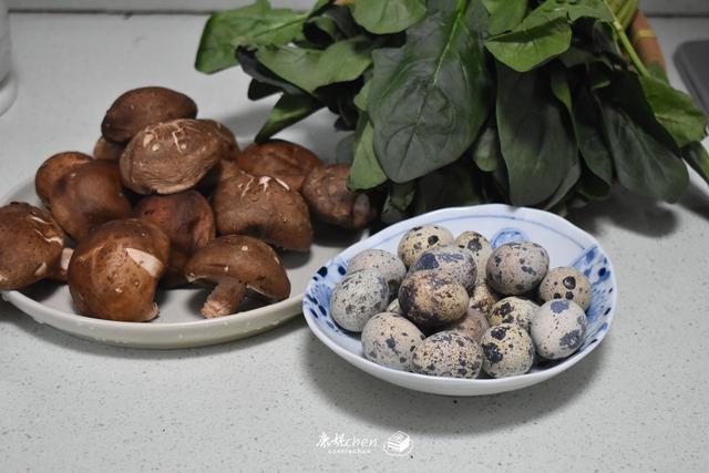 <b>它的钙质是鸡蛋的4倍,这样炒鲜香味美,多吃补充钙质增强体质</b>