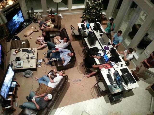 国外玩家记录8年圣诞节游戏聚会场面:将时光珍藏_朋友
