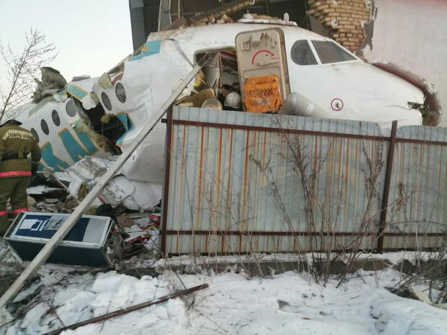 哈萨克斯坦客机坠毁,事故死亡人数攀升至14人,另有至少35人受伤