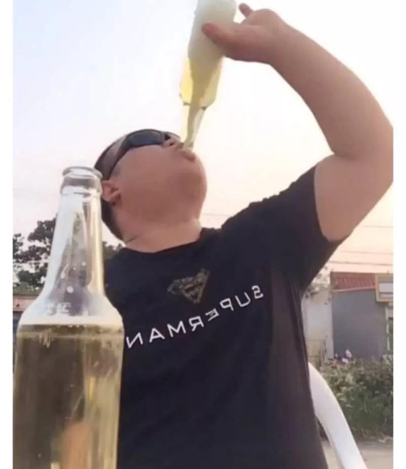 刘世超喝酒