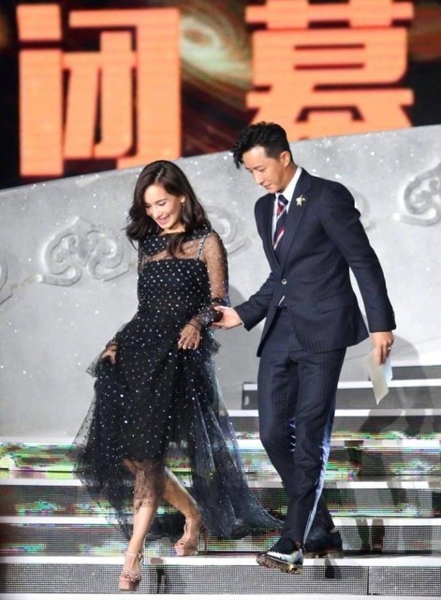 韓庚盧靖姍長城上拍婚紗照,大氣又不失浪漫,甜蜜互動超養眼