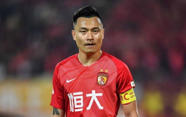 蒿俊闵现身华中科技大学踢球:享受最纯粹的快乐