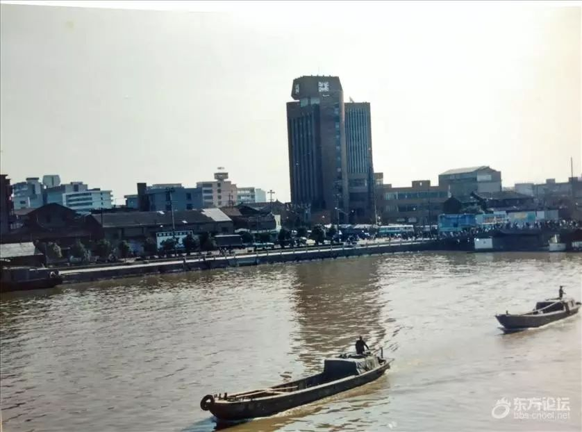 滄海桑田!寧波男子曬上世紀80年代初親手拍的三江口照片,嘆時光飛逝!