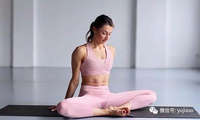 怎样练瑜伽减肚子 减肥瑜伽3大基础动作
