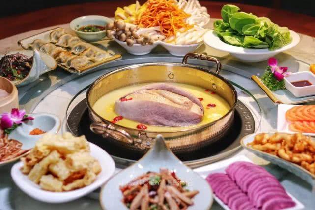 寒冬里最养生的火锅:深圳猪肚包鸡来了