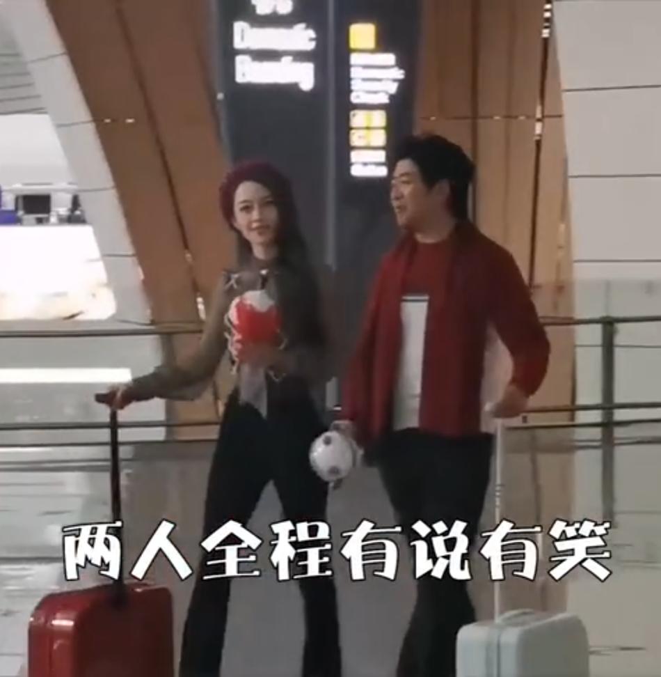 郎朗老婆又穿紧身裤走机场,身材还是很棒,但没修图气质就一般!