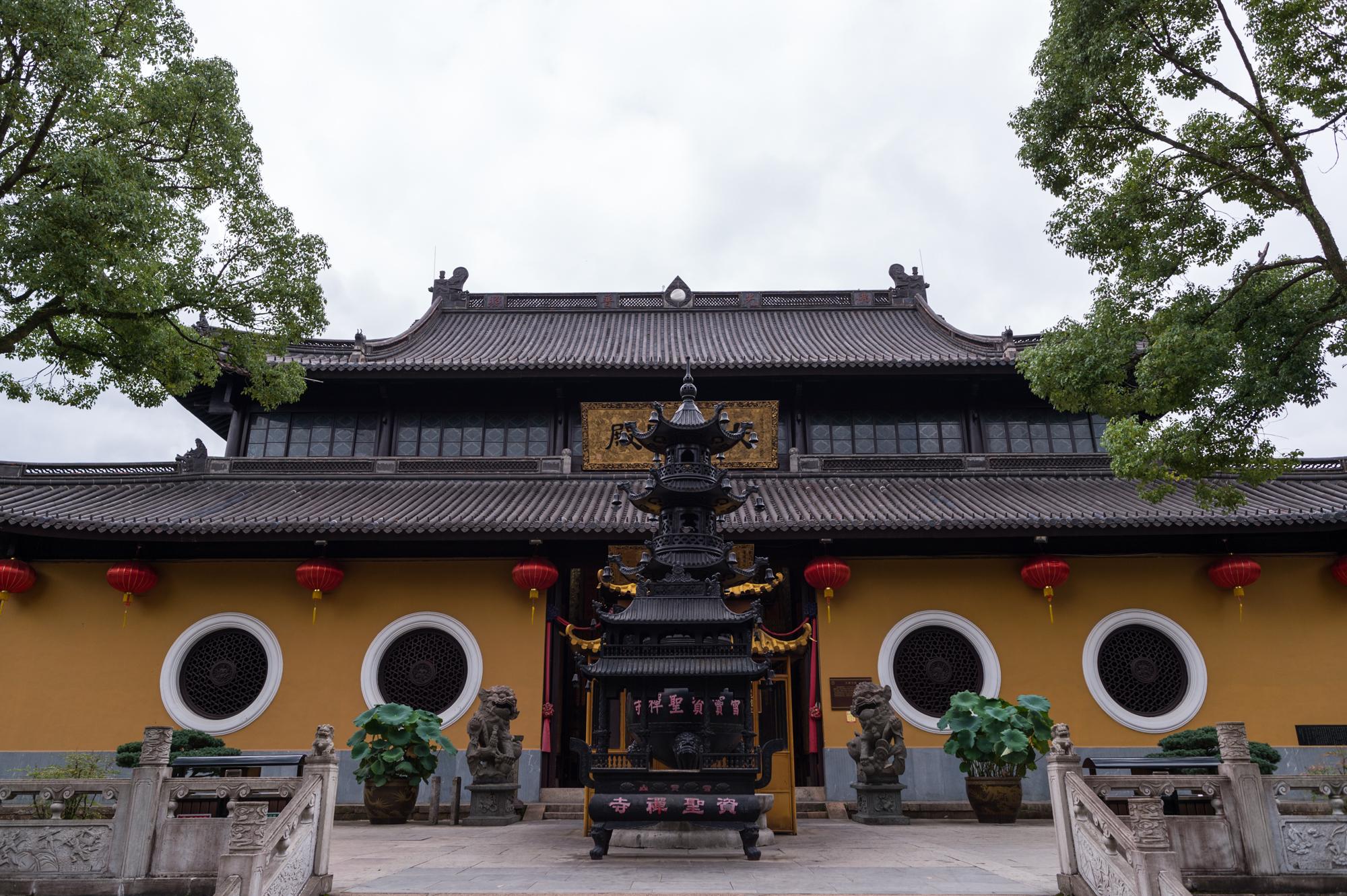 原创             中国第五大佛教名山,梵净山和雪窦山存在争议,最终被央视认定