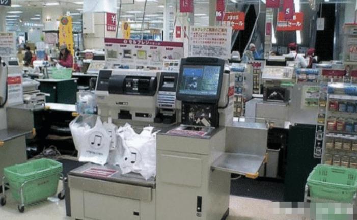 被扔的购物小票都是钱, 超市人员说出猫腻, 网友: 太晚了, 我已经扔掉了