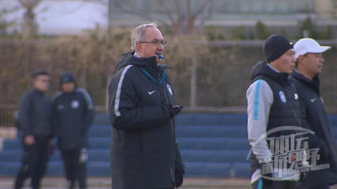 湖北队捧得冠军 群众组雪地足球项目男子甲组比赛落幕