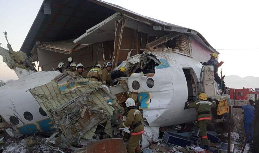 已致15死!坠机幸存中国籍乘客:丈夫砸门把我拖出飞机(视频)_公民