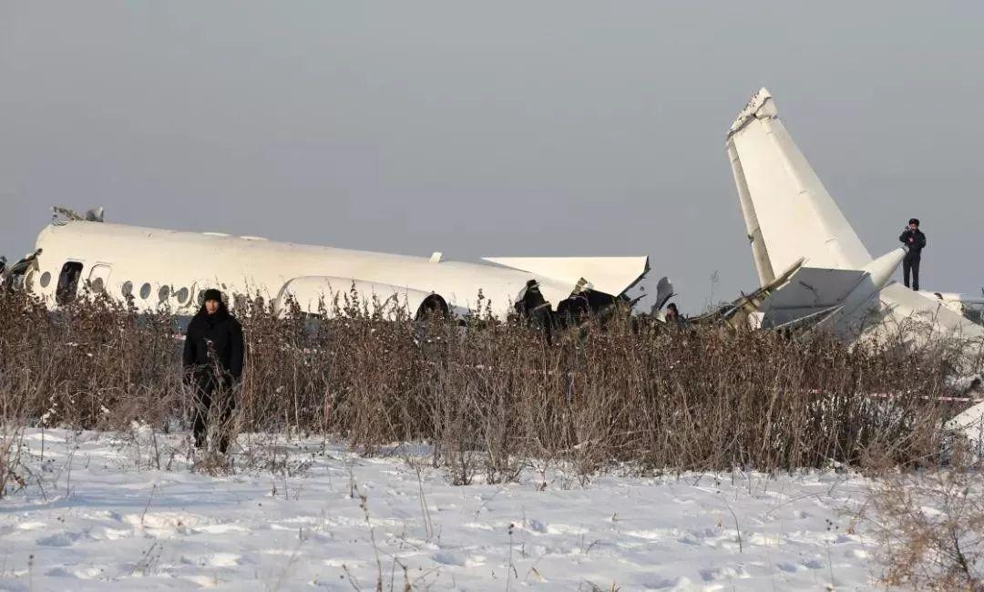 【关注】哈萨克斯坦空难中国幸存者:丈夫把我拖出机舱……