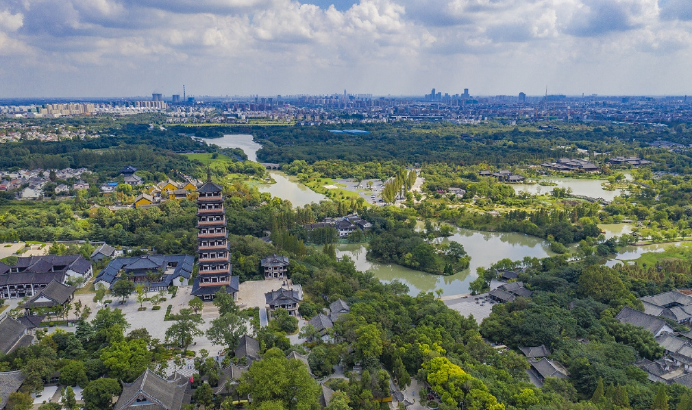 原创             江苏最牛的旅游城市,靠一个皮包骨头的小湖年收入超800亿