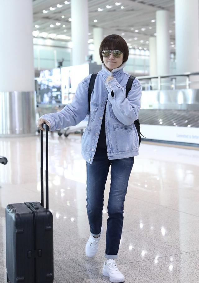 42岁袁泉从不扮嫩,穿衣不暴露不花哨,比同龄人都年轻!