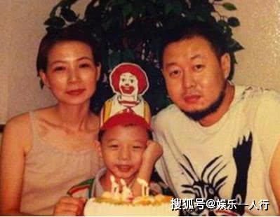儿子一出生就被离婚,28年独自养子,今儿子是她的骄傲