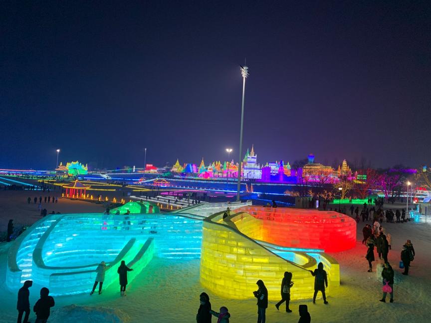 长春冰雪大世界开幕,420米的冰滑梯正申请吉尼斯世界纪录