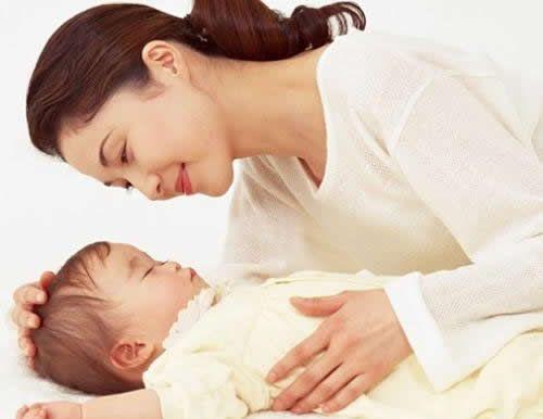 """""""孩子八个月了,该断奶了""""母乳喂养的路上,有人催你断奶吗?听自己的就对了"""