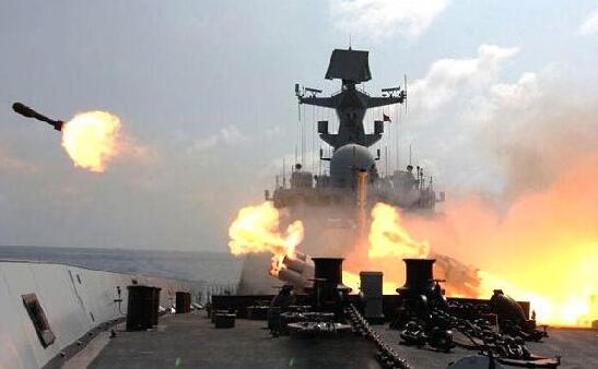 辽宁舰火力全开,实弹射击画面首次对外公开,西方:被中国骗了