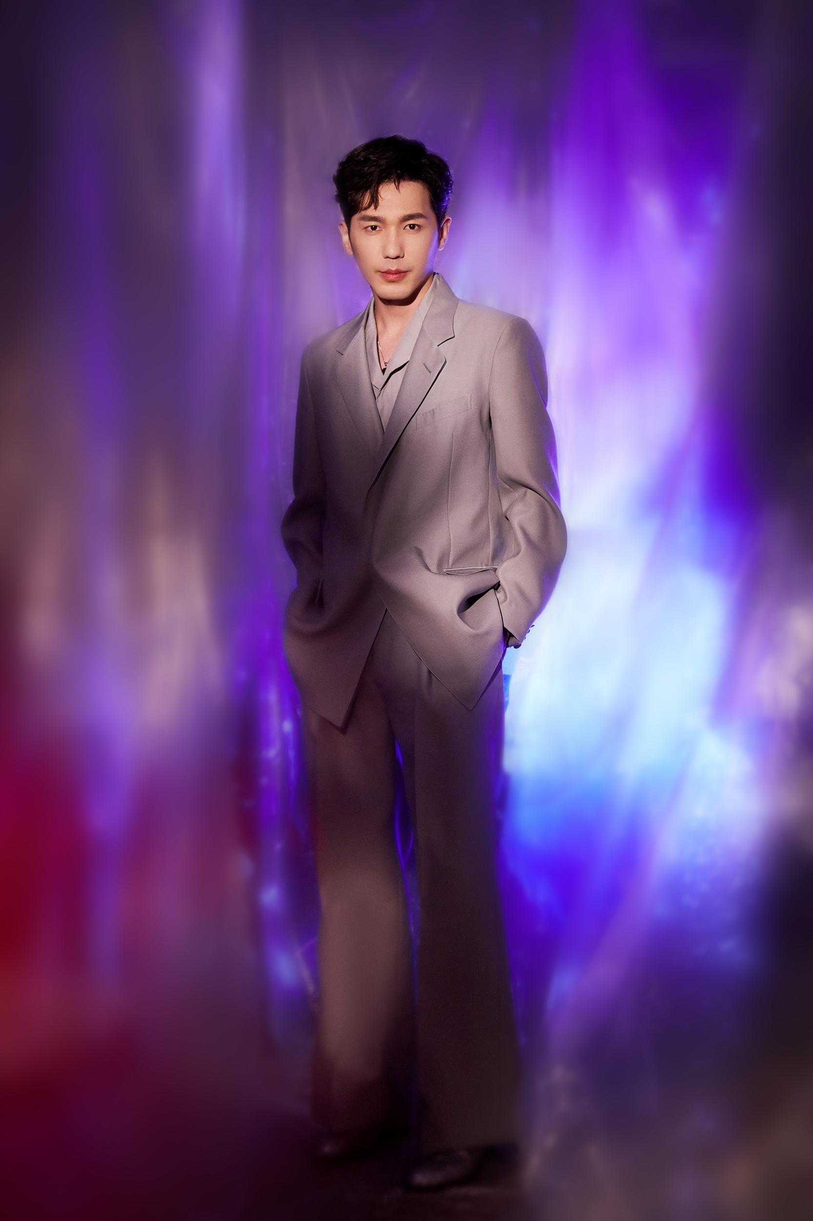 白宇荣获年度突破电影演员角色表现力备受认可_银河