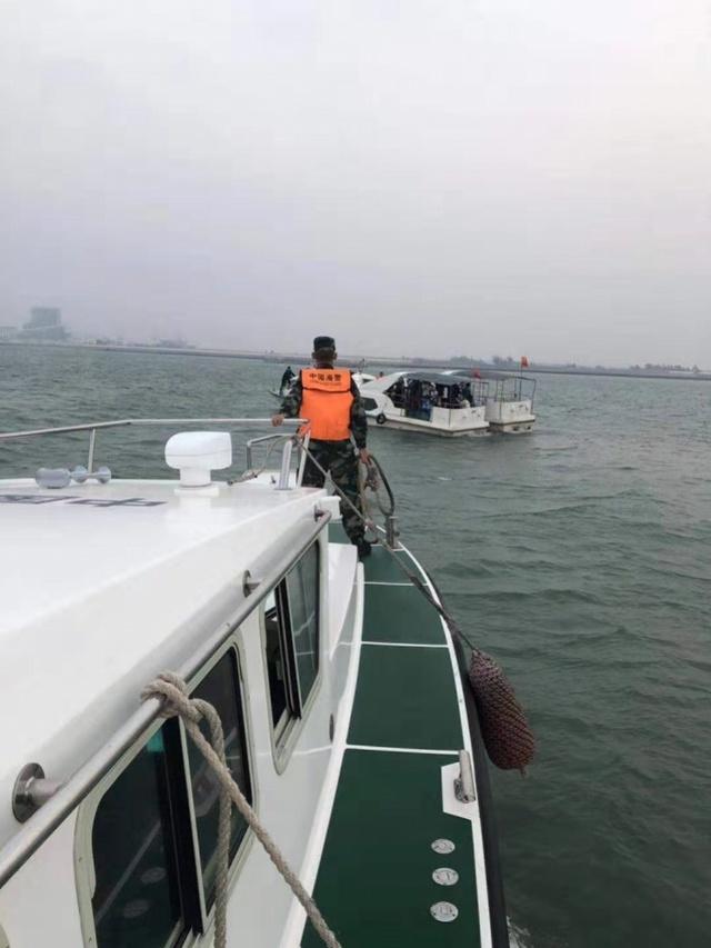 24名游客湛江乘游艇出海被困,另一船相救也失去动力!幸遇海警