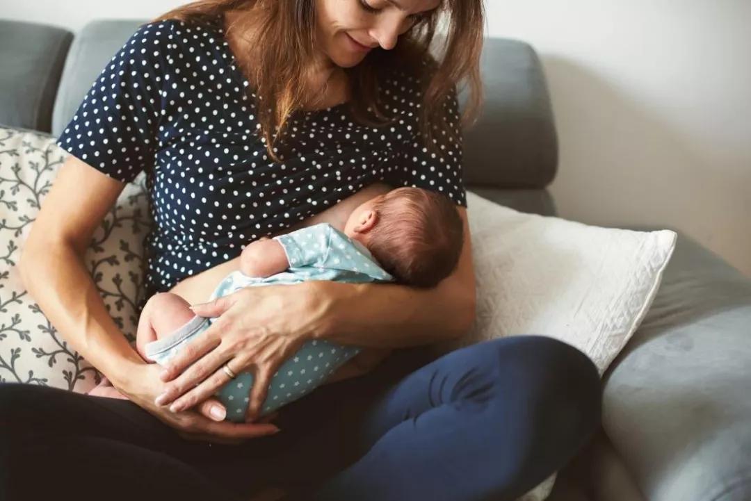母乳喂养和乳腺癌之间是否存在联系?