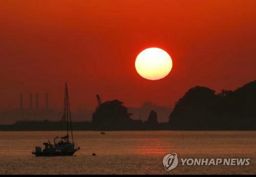迎接新年之际 韩国日出日落景点深受游客青睐
