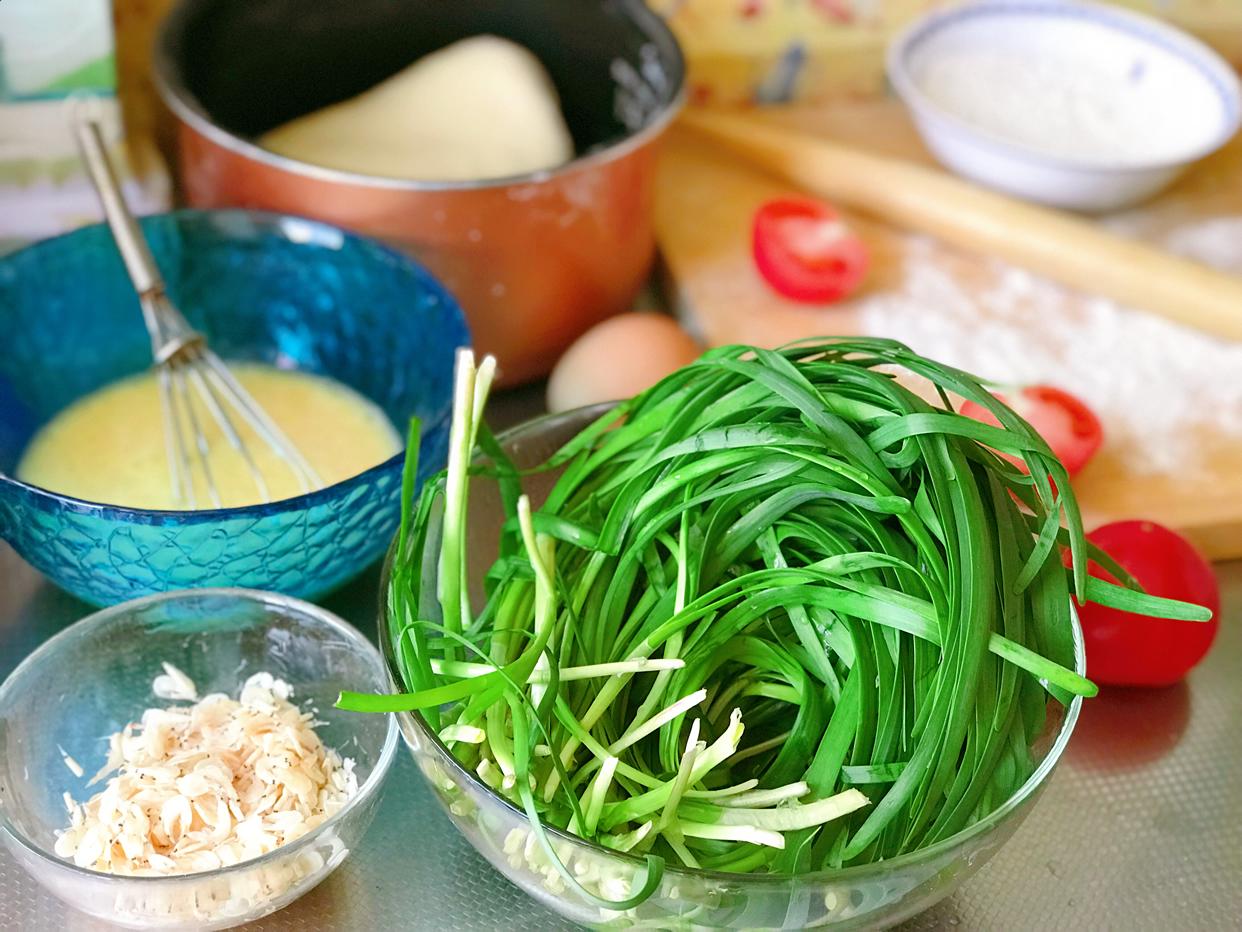 韭菜盒子不出汤有窍门,因为多加了它,鲜香味美,总是吃不够