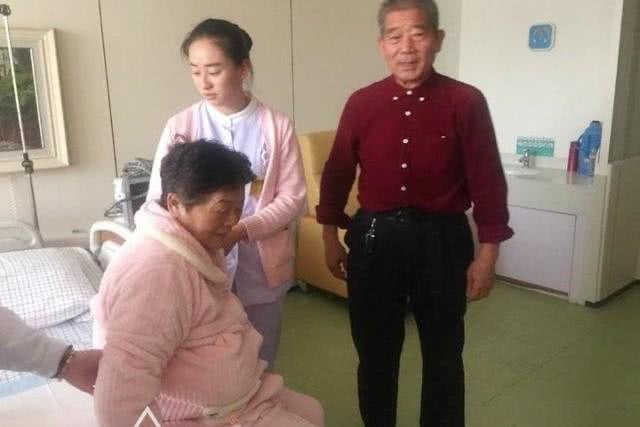 """67岁""""高龄产妇""""生子后后悔:如果再来一次,我不会要这个孩子"""