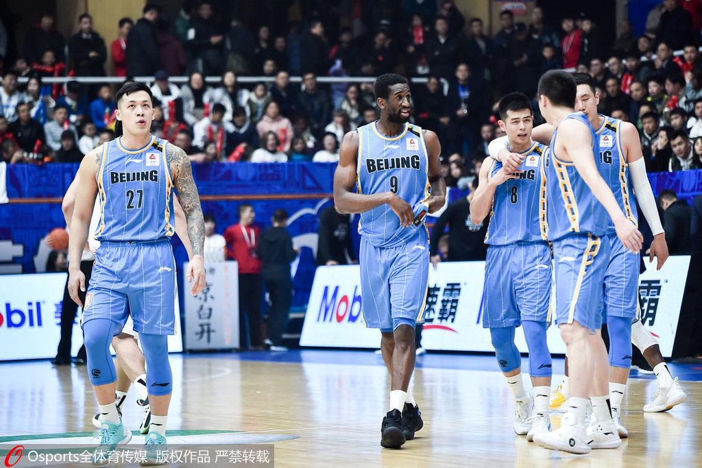 方硕13+8+12汉斯布鲁39+12 北京擒四川结束两连败