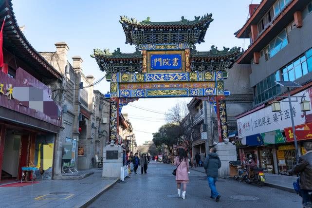西安最有文化古街,七层六角宝塔旁有处百年深宅,住过一位名人_