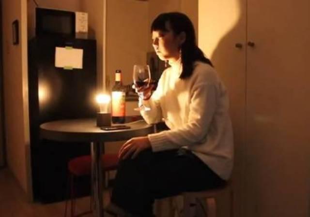 """日本姑娘发明""""分手灯泡"""",别人发帖分手她家就爆灯"""