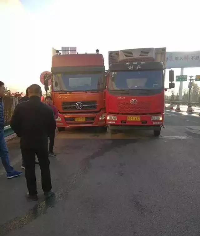 南阳两大货车司机争抢称重车道互不相让,双双被处罚
