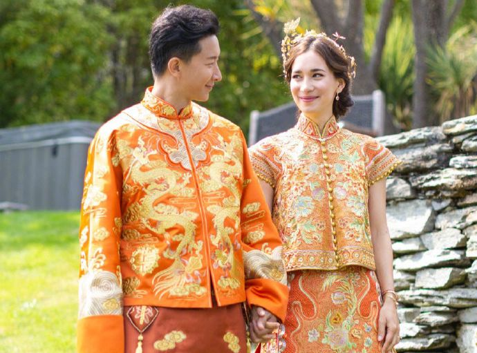 【热点】韩庚卢靖姗大婚:原来中式礼服比婚纱还美!