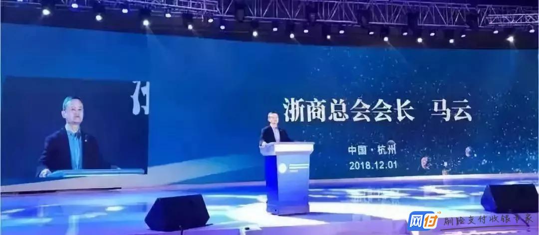 武汉江汉路新型路灯可给手机无线充电 官方:注意防盗