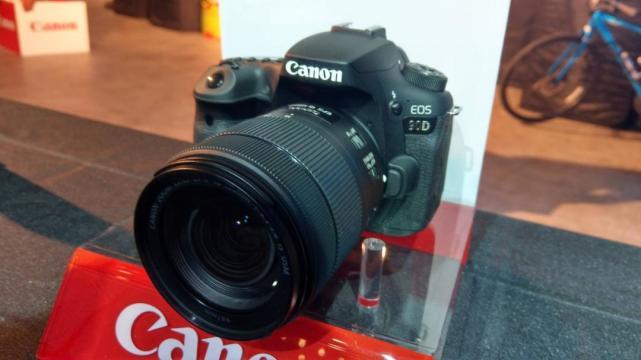 消费者宁可买手机拍照?调查显示:数码相机出货量仅剩巅峰期的1/8
