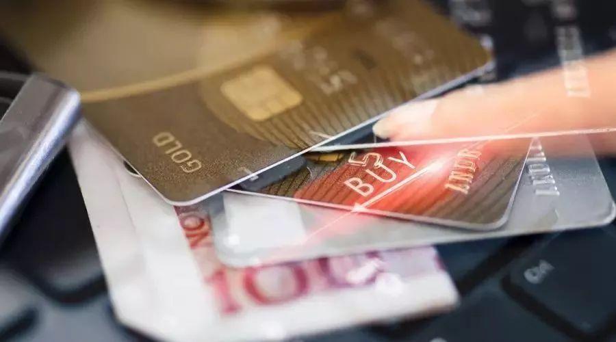 女孩为帮好友自己办11张信用卡,欠60万怎么还?