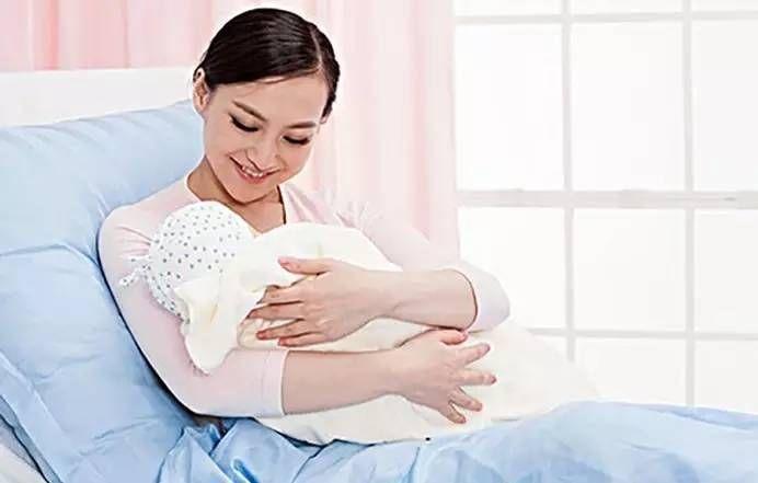 孩子刚出生,有哪些人是不能抱的呢?家长们要知道了