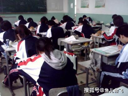 学校元旦不放假,学生抗议老师回应:想放假就滚蛋