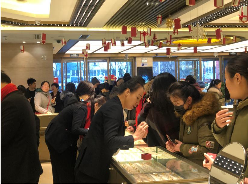 元旦第一天打卡中国黄金旗舰店,鼠年买黄金要注意啥?